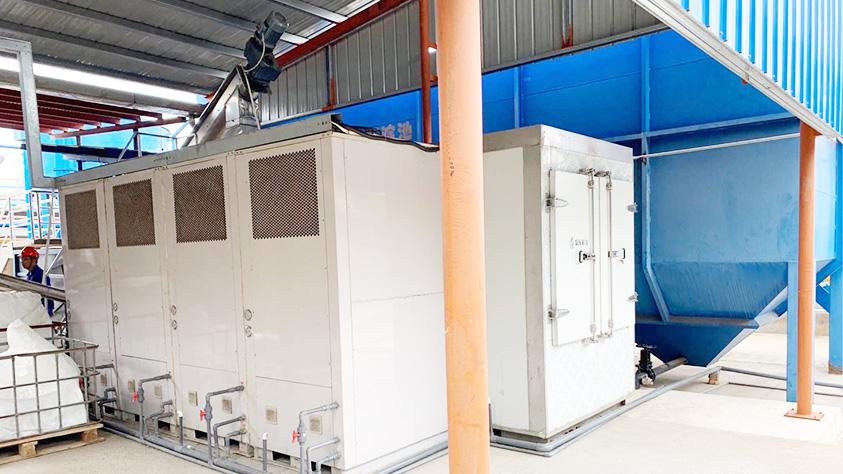 常州齐晖药业污泥低温带式干化机应用